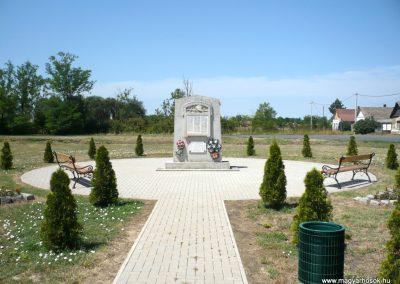 Királyhegyes világháborús emlékmű 2012.07.13. küldő-Sümec