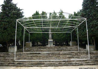 Királyhelmec világháborús emlékmű 2009.05.31.küldő-Ágca