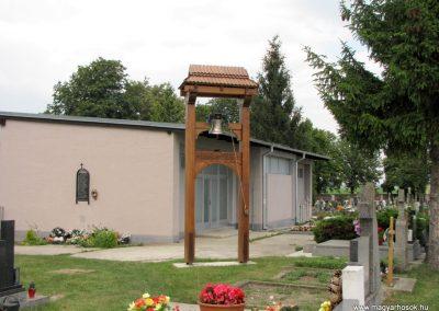 Királyrév. A II. világháború hõseinek emléktáblája a királyrévi temetõben.