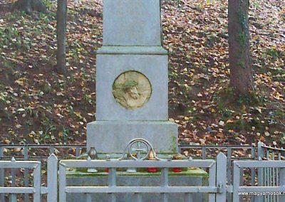 Kisújbánya világháborús emlékmű 2012.11.04. küldő-Turul 68 (4)