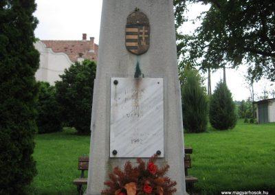 Kisbágyon világháborús emlékmű 2010.05.14. küldő-kalyhas (1)