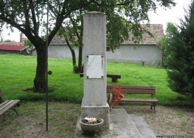 Kisbágyon világháborús emlékmű 2010.05.14. küldő-kalyhas (2)