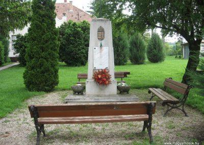 Kisbágyon világháborús emlékmű 2010.05.14. küldő-kalyhas