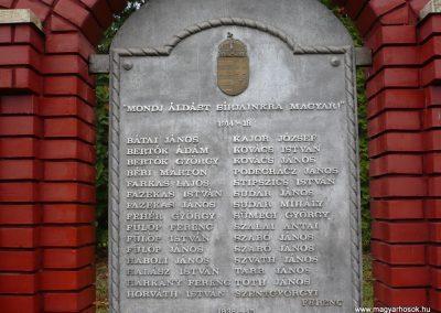 Kisbárapáti világháborús emlékmű 2009.12.09. küldő-Sümec (3)