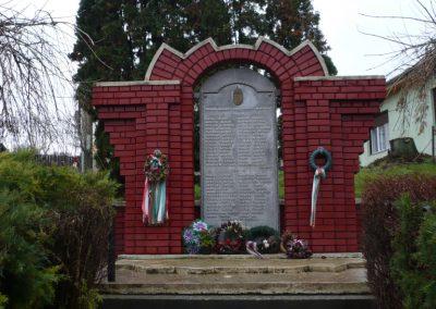 Kisbárapáti világháborús emlékmű 2009.12.09. küldő-Sümec