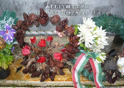 Kisbárapáti világháborús emlékmű 2009.12.09. küldő-Sümec (5)