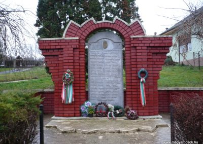 Kisbárapáti világháborús emlékmű 2009.12.09. küldő-Sümec (6)
