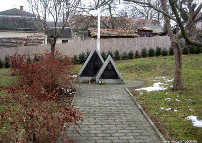 Kisbárkány világháborús emlékmű 2011.02.19. küldő-kalyhas (1)