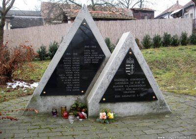Kisbárkány világháborús emlékmű 2011.02.19. küldő-kalyhas (2)