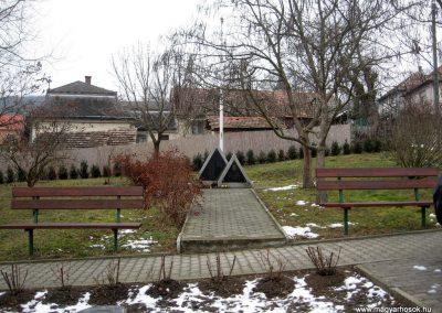 Kisbárkány világháborús emlékmű 2011.02.19. küldő-kalyhas