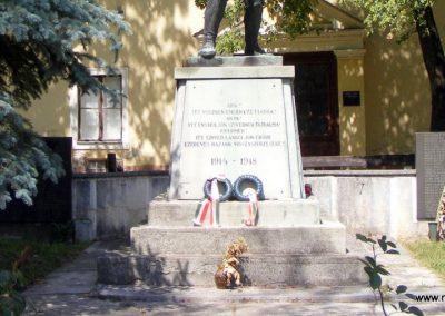 Kisbér világháborús emlékmű 2012.08.13. küldő-Méri (7)