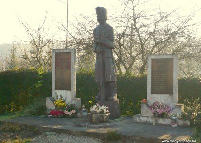 Kiscsehi világháborús emlékmű 2009.11.17. küldő-Sümec (6)