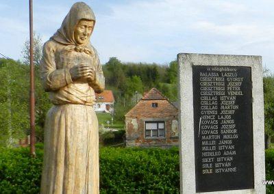 Kiscsehi világháborús emlékmű 2016.04.17. küldő-Huber Csabáné (5)