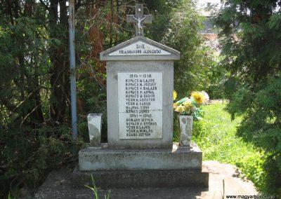 Kisfüzes világháborús emlékmű 2009.05.02. küldő-kalyhas (2)