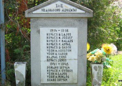 Kisfüzes világháborús emlékmű 2009.05.02. küldő-kalyhas (3)