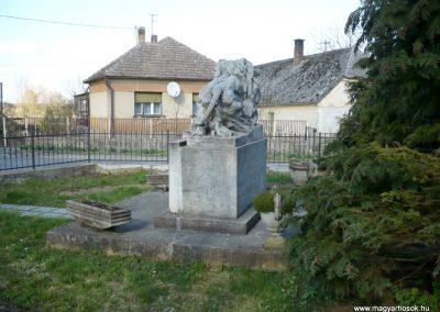 Kisgörbő világháborús emlékmű 2013.04.14. küldő-Sümec (10)