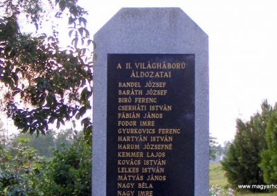 Kisigmánd II. világháborús emlékmű 2012.08.04. küldő-Méri (1)