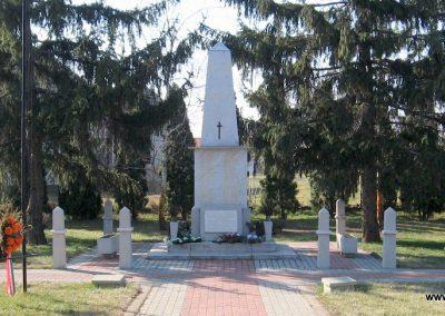 Kisköre világháborús emlékmű 2008.02.25.küldő-kalyhas (1)
