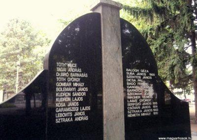 Kiskőrös II. világháborús emlékmű 2012.09.21. küldő-Ágca (6)
