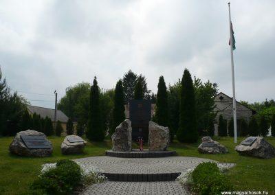 Kiskanizsa világháborús emlékmű 2009.05.14.küldő-Sümec