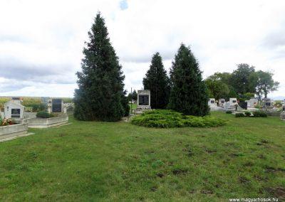 Kiskinizs II. világháborús emlékmű 2014.08.24. küldő-kalyhas (1)