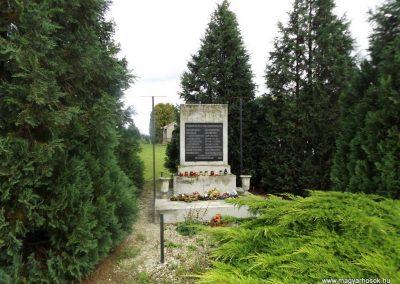 Kiskinizs II. világháborús emlékmű 2014.08.24. küldő-kalyhas (2)