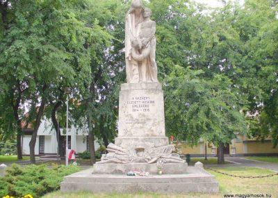 Kiskunhalas világháborús emlékmű 2007.08.21. küldő- Hunmi (1)