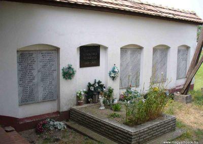 Kiskunmajsa II. világháborús emlékmű 2007.08.21.küldő-HunMi