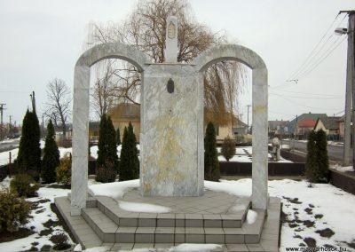 Kisléta II. világháborús emlékmű 2014.02.07. küldő-kalyhas (2)
