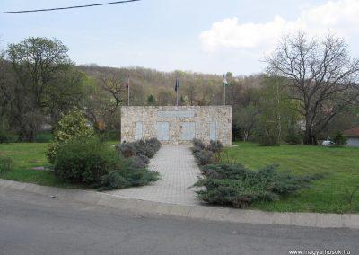 Kisnémedi Hősi emlékmű 2009.04.10. küldő-kalyhas