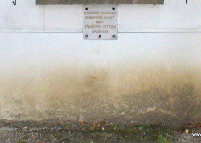 Kisoroszi I.vh emléktábla a ref.templom oldalán 2009.10.11. küldő-HunMi (3)