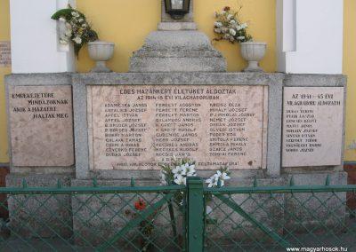 Kisoroszi világháborús emlékmű 2007.09.15. küldő-Kályhás (1)