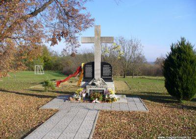 Kispáli világháborús emlékmű 2009.11.16. küldő-HunMi