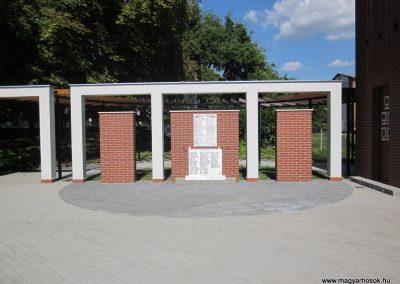Kisszállás világháborús emlékmű 2011.08.17. küldő-kalyhas (1)