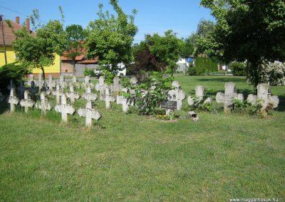 Kistelek Öregtemető, világháborús katonasírok 2015.05.12. küldő-Emese (4)