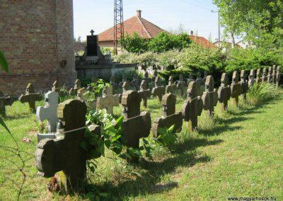 Kistelek Öregtemető, világháborús katonasírok 2015.05.12. küldő-Emese (9)