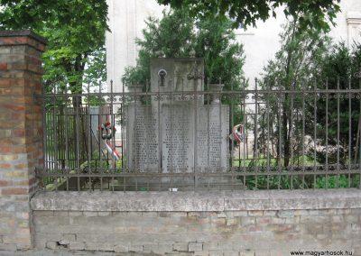 Kocs II.vh emlékmű 2008.07.04. küldő-Kályhás