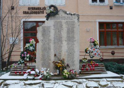 Komádi II.vh emlékmű 2008.12.30.küldő-Ágca (1)