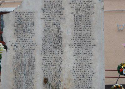 Komádi II.vh emlékmű 2008.12.30.küldő-Ágca (2)