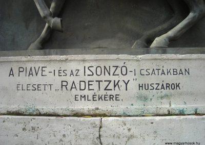 Komárom Radetzky huszárok emlékműve 2008.10.30.küldő-Huszár Peti (2)