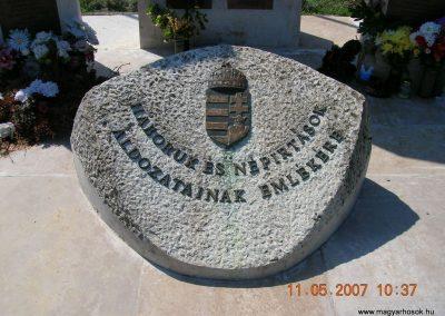 Komárom Világháborús emlékmű 2007.05.11.küldő-Markó Peti (1)