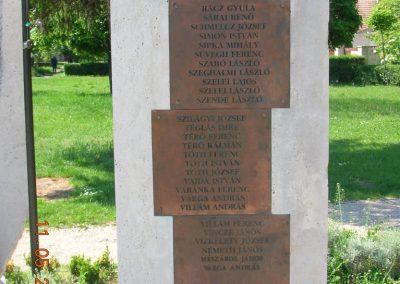 Komárom Világháborús emlékmű 2007.05.11.küldő-Markó Peti (3)