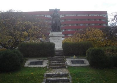 Komárom világháborús emlékmű 2008.10.30.küldő-Huszár Peti