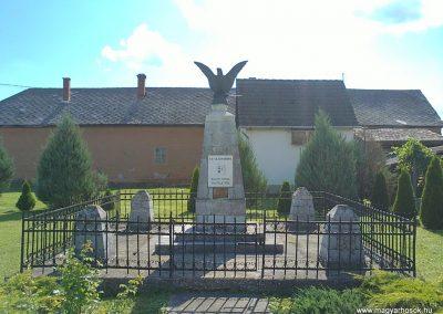 Komjáti világháborús emlékmű 2012.07.12. küldő-Pataki Tamás