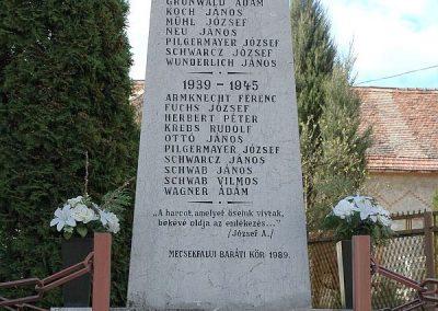 Komló-Mecsekfalu világháborús emlékmű 2019.03.04. küldő-Dr.Lázár Gyula Levente
