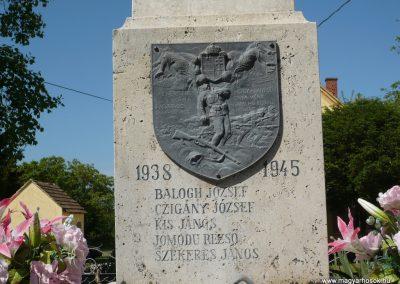 Komlósd világháborús emlékmű 2009.05.08.küldő-Sümec (3)