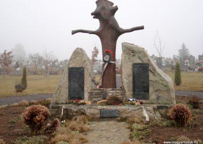 Komlóska világháborús emlékmű 2011.12.14. küldő-megtorló (1)
