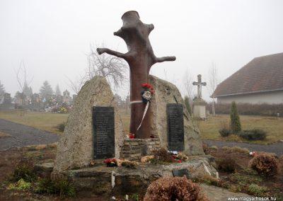 Komlóska világháborús emlékmű 2011.12.14. küldő-megtorló (2)