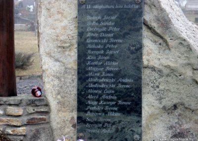 Komlóska világháborús emlékmű 2011.12.14. küldő-megtorló (4)