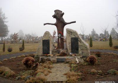 Komlóska világháborús emlékmű 2011.12.14. küldő-megtorló